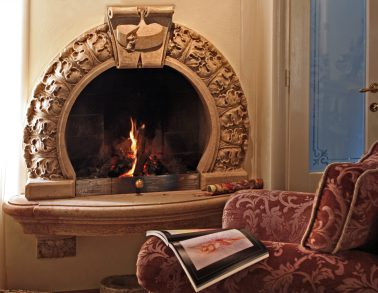 Scultura di Oscar Sandri - Caminetto in marmo - Arredo interno - trasformo i vostri sogni in marmo
