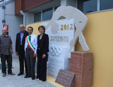 monumento in marmo a Sara Simeoni