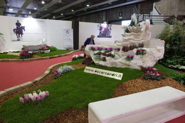 Decorazione aiuola in marmo - Arredo e decorazione per esterni
