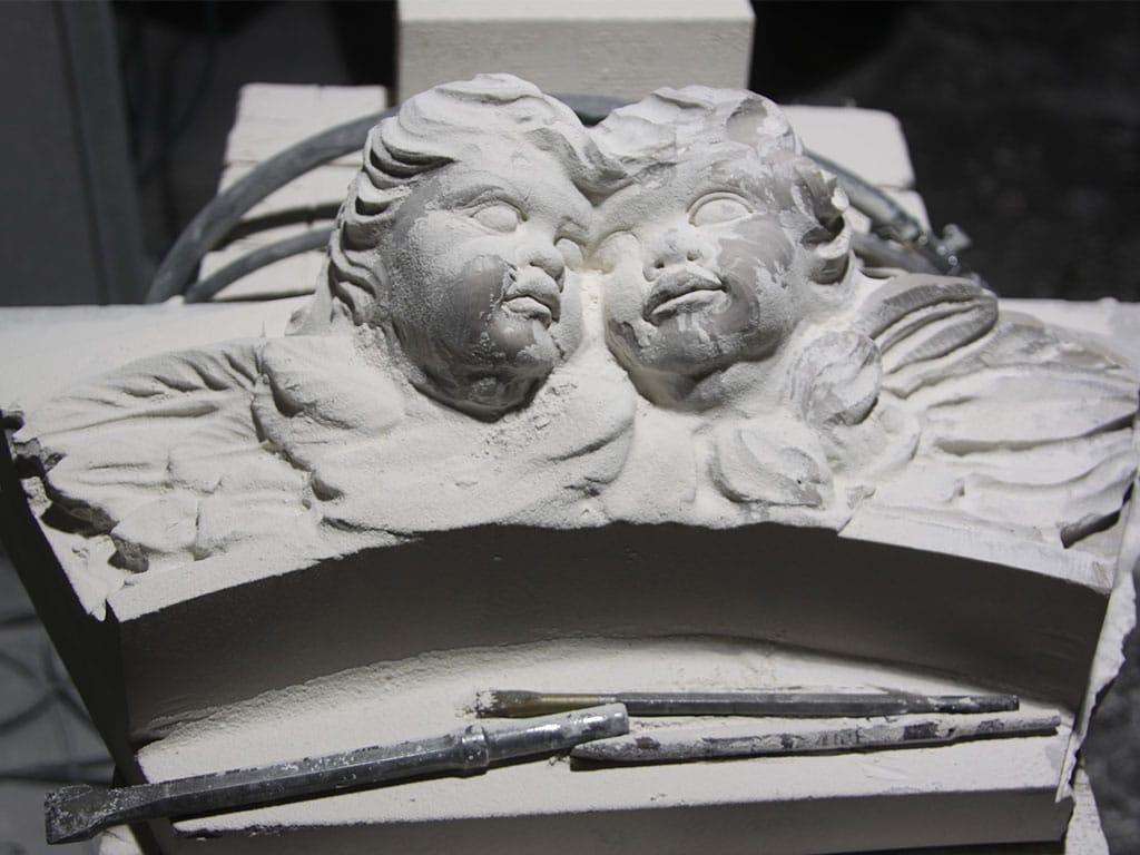 Putti in marmo, dettaglio dell'altare Santa Maria Immacolata