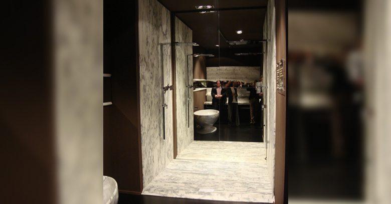 Doccia in marmo realizzata da Oscar Sandri, esposta al BAU di Monaco di Baviera nel 2009