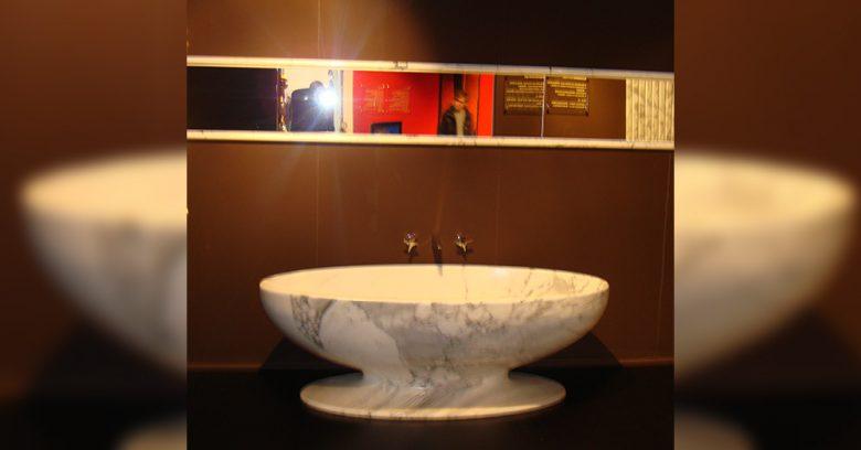 Vasca in marmo per l'arredo bagno - esposizione per BAU Monaco